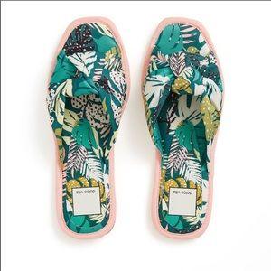 NWT! Dolce Vita Halle Green Palm Print Sandals